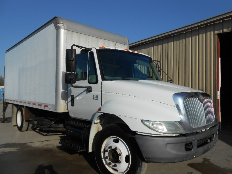 International 4300 2003 price $25,000