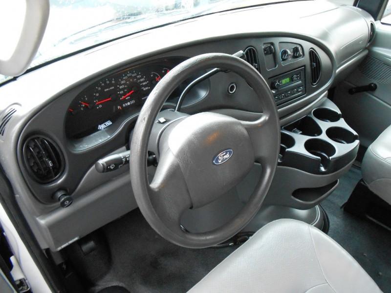 Ford Econoline Cutaway 2006 price $5,900