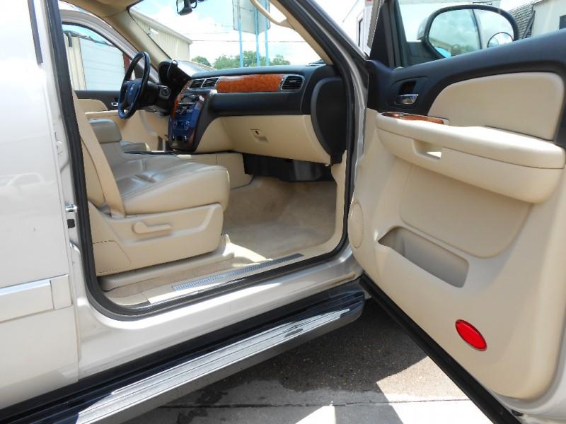 Chevrolet Suburban 2007 price $10,900