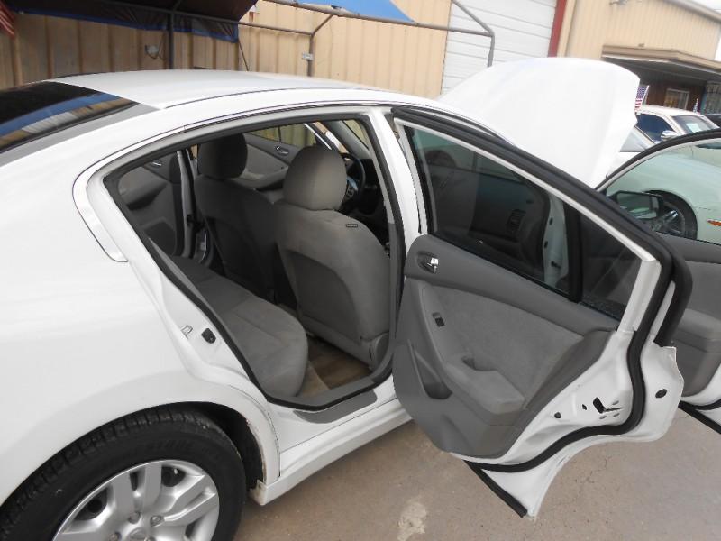 Nissan Altima 2012 price $8,900