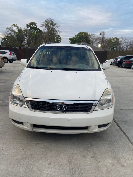 Kia Sedona 2011 price $3,900