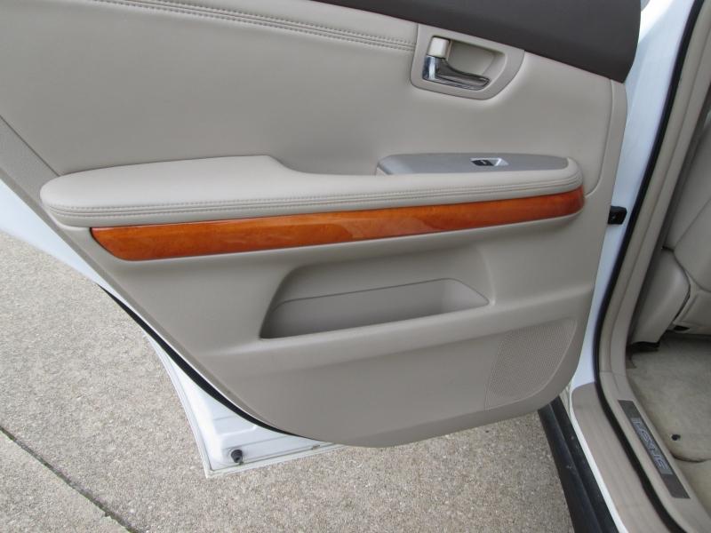Lexus RX 330 2006 price $6,895
