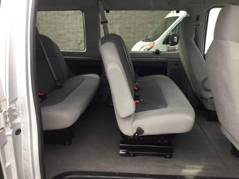 Ford Econoline Wagon 2009 price $8,495