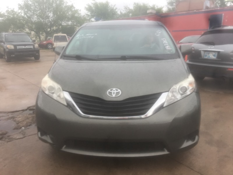Toyota Sienna 2011 price $8,977