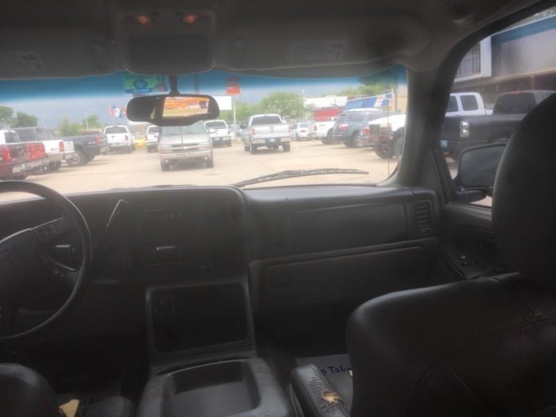 Chevrolet Suburban 2003 price $4,995