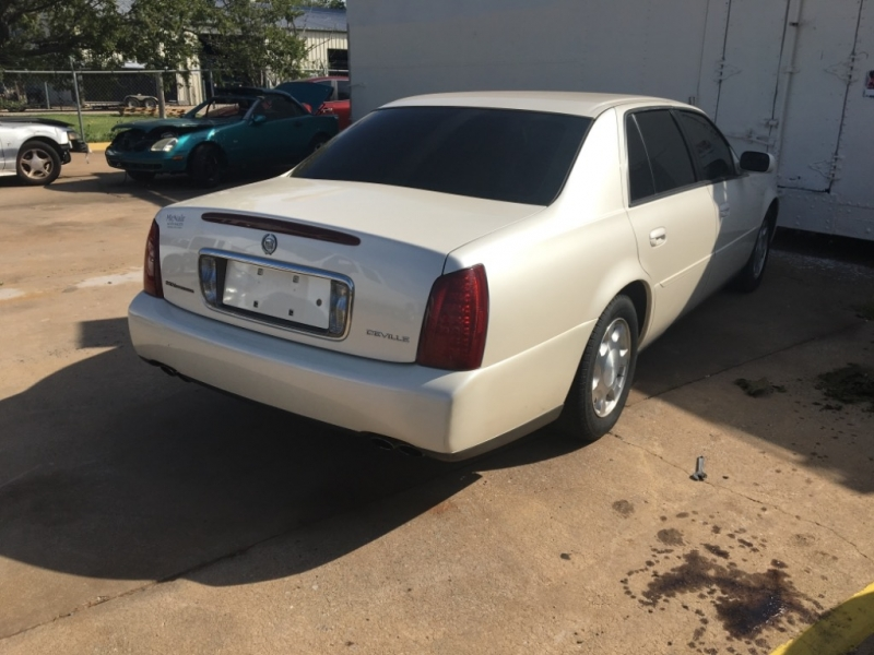 Cadillac DeVille 2001 price $2,995