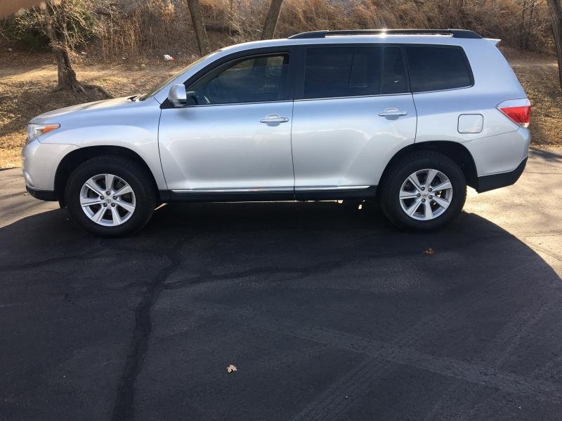Toyota Highlander 2012 price $8,995