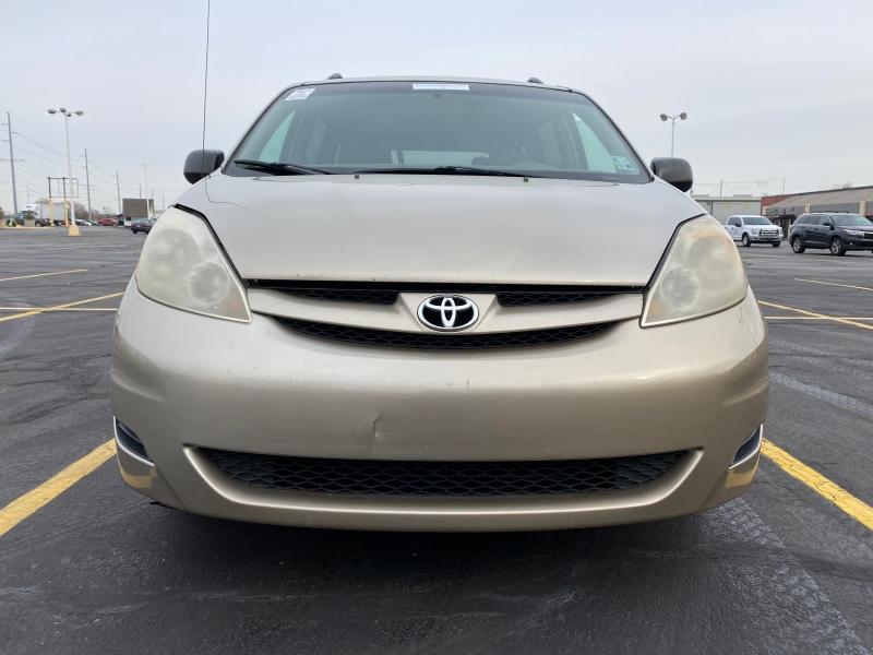 Toyota Sienna 2007 price $2,995