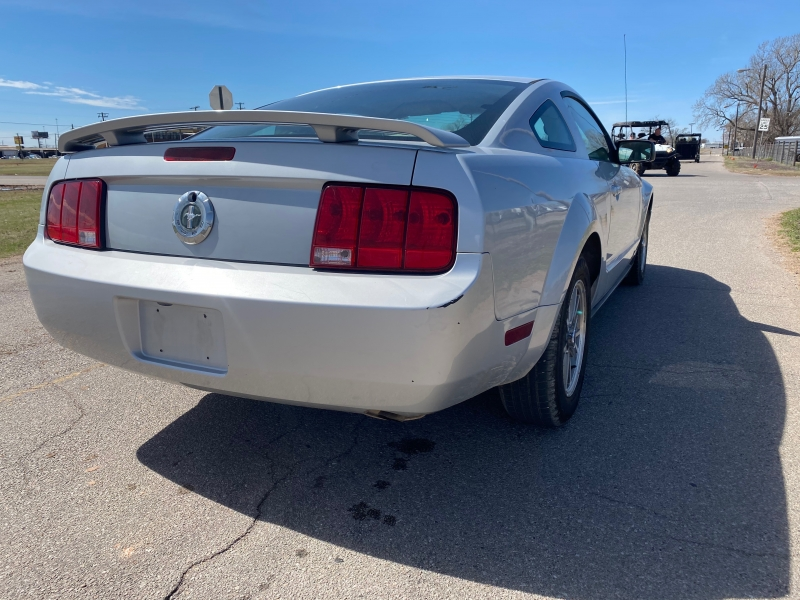 Ford Mustang 2005 price $2,995