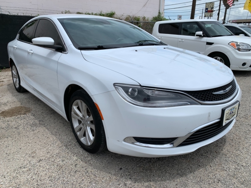 Chrysler 200 2015 price $10,995