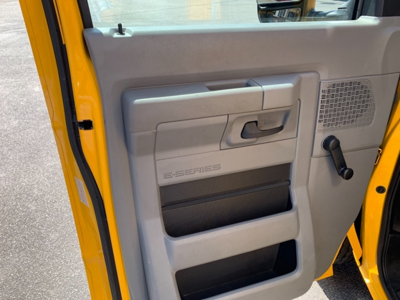 Ford Econoline Commercial Cutaway 2016 price $14,550