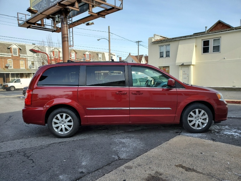 Chrysler Town & Country 2014 price $12,395