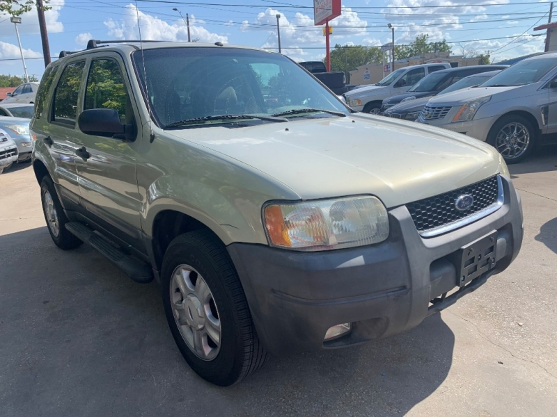 Ford Escape 2004 price $2,999