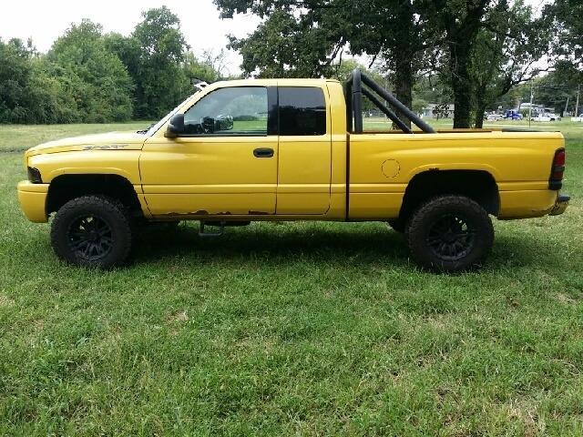 Dodge Ram 1500 2001 price $3,498