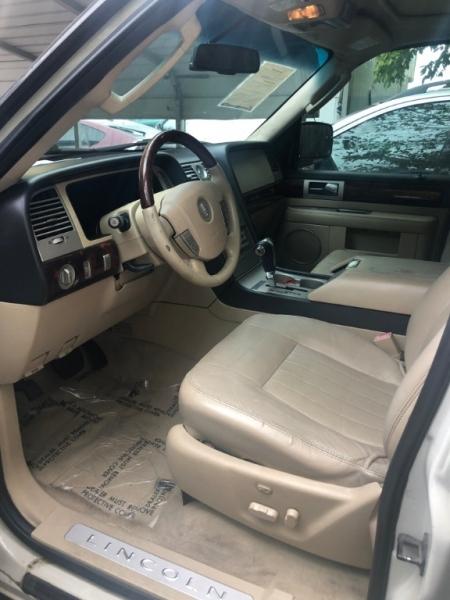 Lincoln Navigator 2006 price $5,995