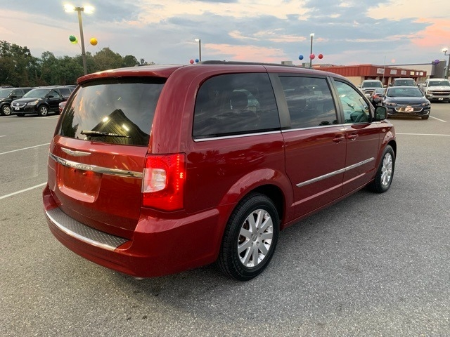 Chrysler Town & Country 2015 price $7,498