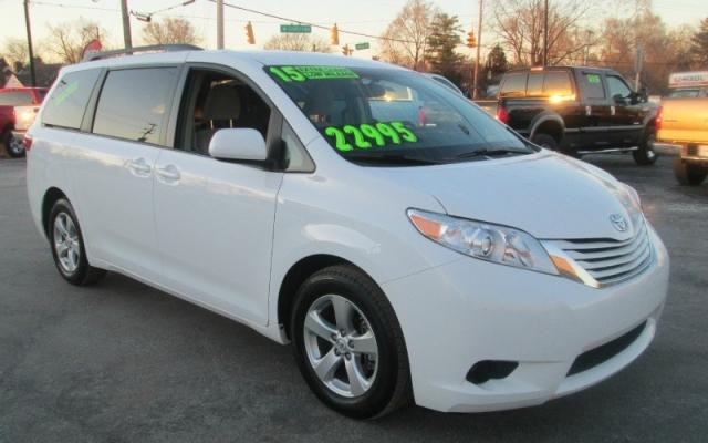 2015 Toyota SIENNA LE MINI-VAN