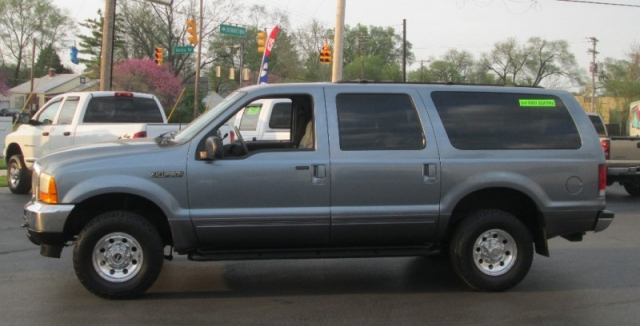 2001 Ford EXCURSION XLT 4X4 / 9 PASSENGER