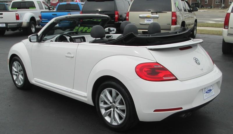 volkswagen beetle convertible tdionly  milesautomaticnavigationmint