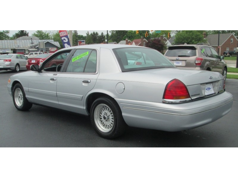 1998 FORD CROWN VICTORIA LX**ONLY 88,000 MILES!**MUST SEE