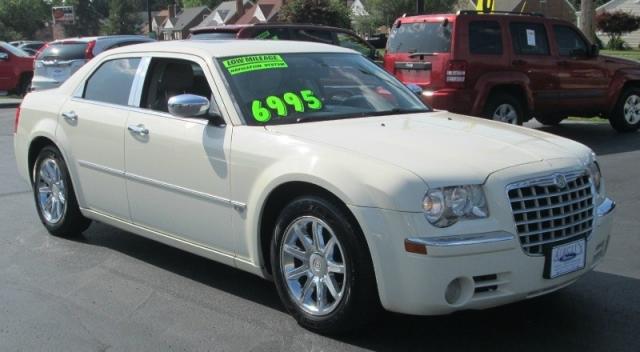 2005 Chrysler 300C HEMI V-8 w/NAVI
