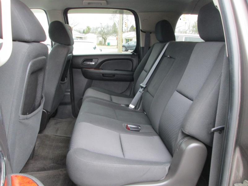 Chevrolet SUBURBAN LS 4X4 2011 price $11,995