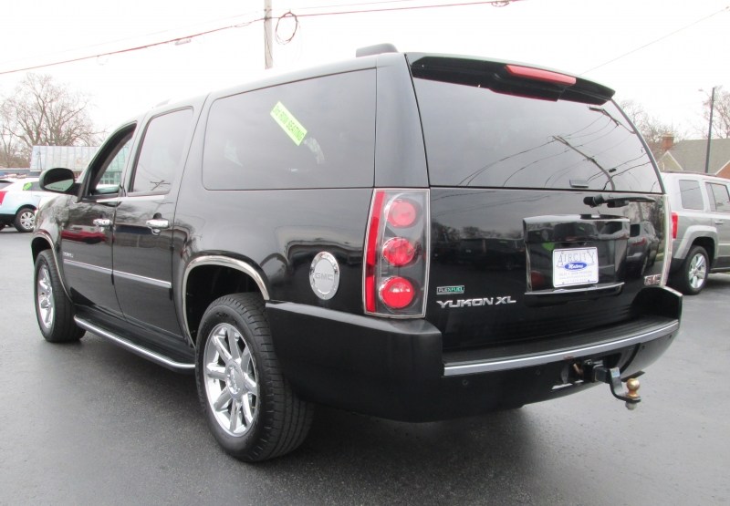 GMC YUKON XL DENALI 2011 price $12,695
