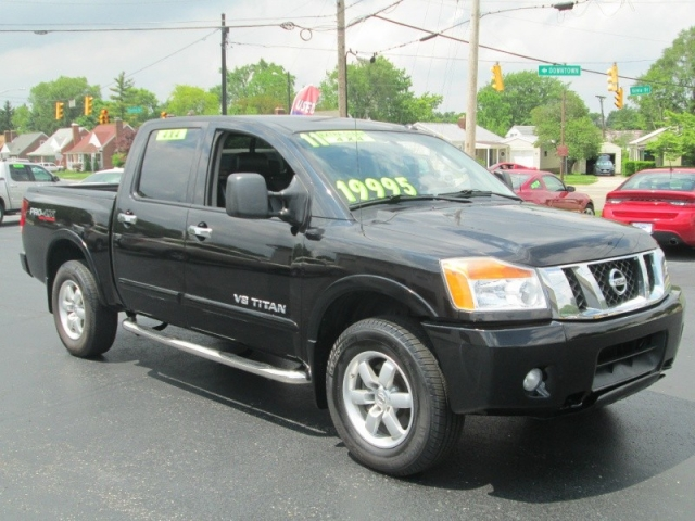 2011 Nissan TITAN PRO-4X 4DR CREW CAB 4X4