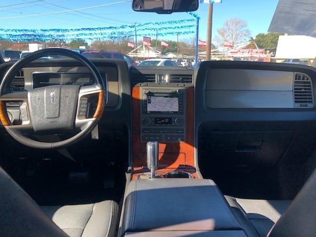 Lincoln Navigator 2011 price $13,995