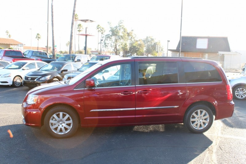 Chrysler Town & Country 2015 price $12,995