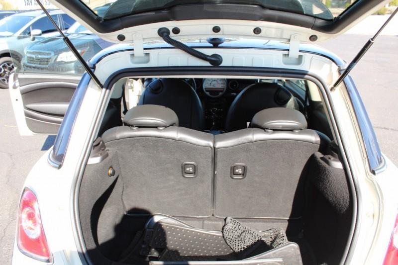 Mini Cooper Hardtop 2011 price $8,995