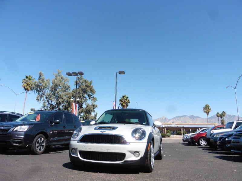 Mini Cooper Hardtop 2010 price $8,995