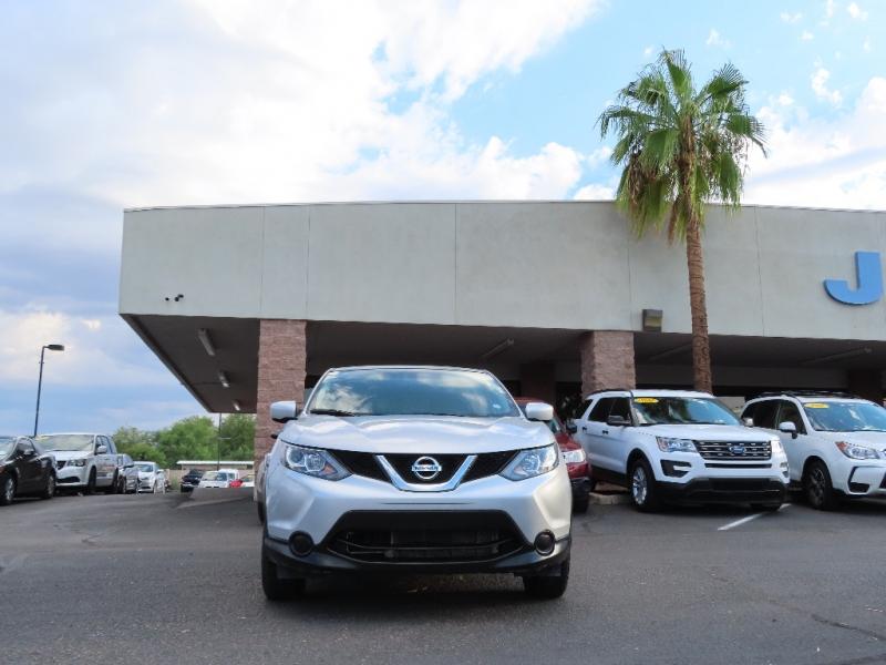 Nissan Rogue 2017 price $16,995
