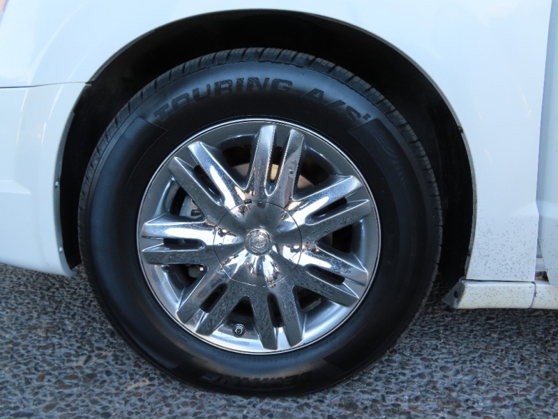 Chrysler Town & Country 2008 price $7,495