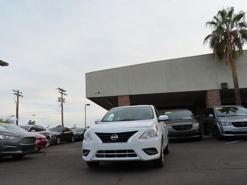 Nissan Versa Sedan 2017 price $8,995