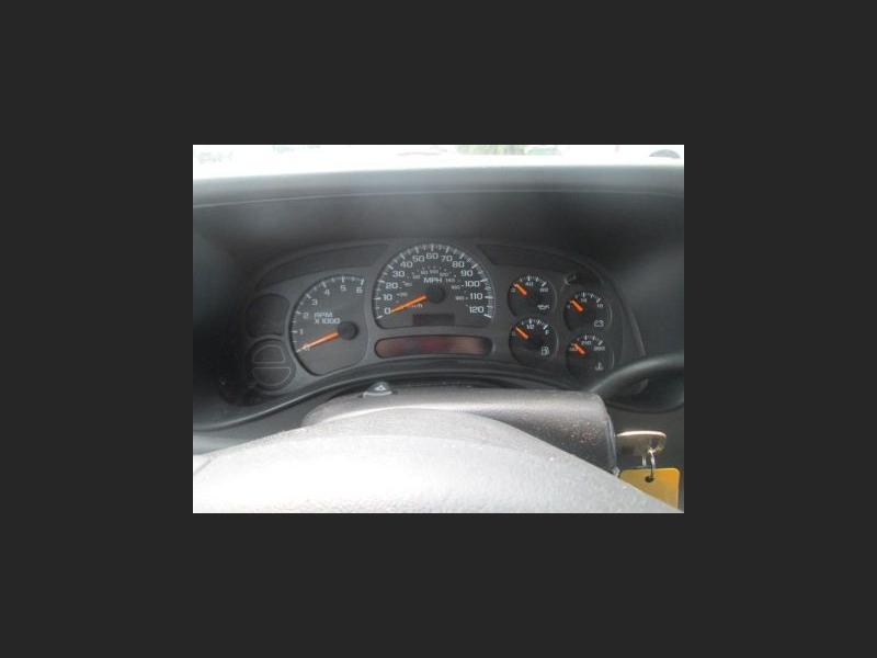 CHEVROLET SUBURBAN 2003 price $4,900