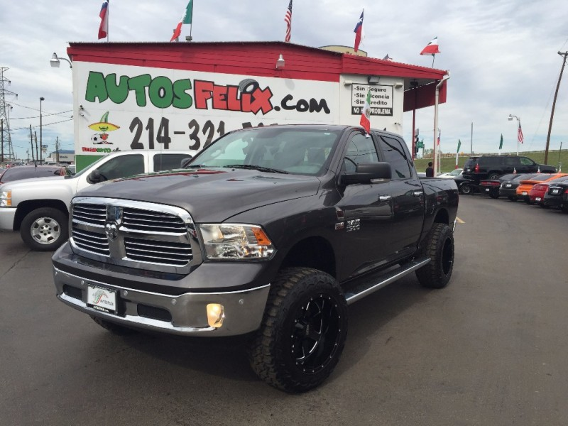 Dodge Ram Hemi Levantada! 18k millas!! 2015 price $2,500 Down!!