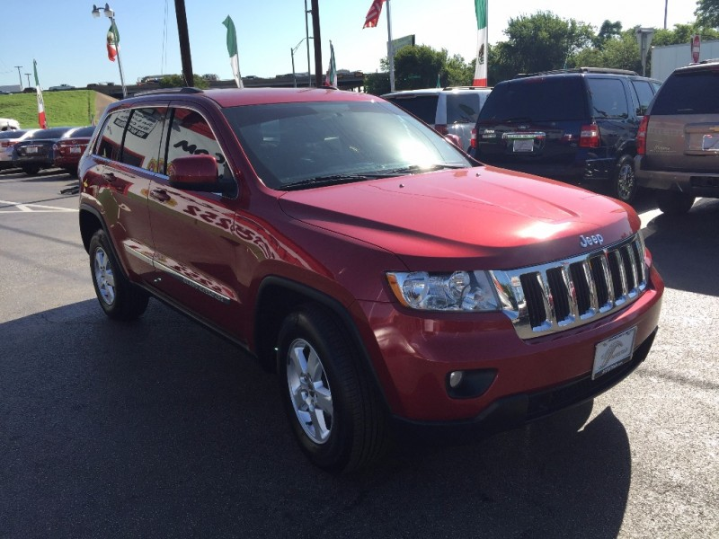 Jeep grand Cherokee Laredo!! 2015 price $2,000 Down!!