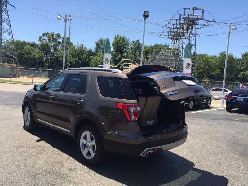 Ford Explorer XLT!!  7k millas!! 2016 price $1,500 Down!!