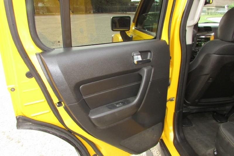 Hummer H3 2007 price $8,000