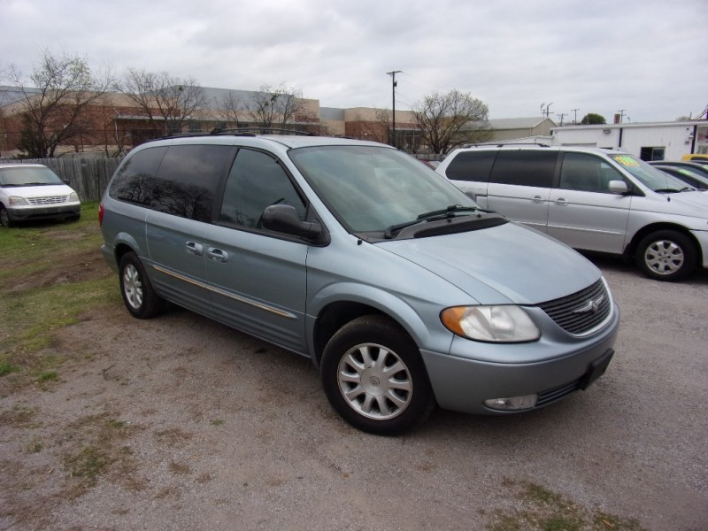 Chrysler Town & Country 2003 price $3,000