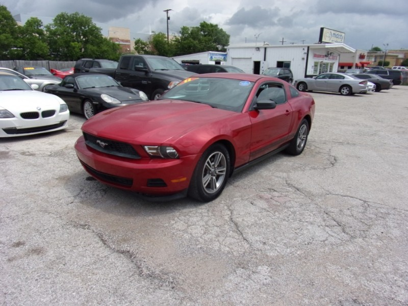 Ford Mustang 2011 price $8,900