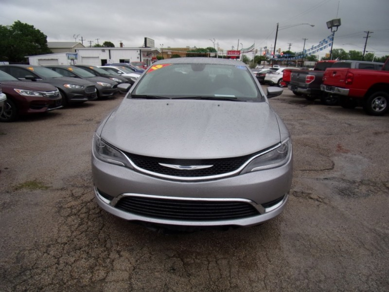 Chrysler 200 2015 price $9,999