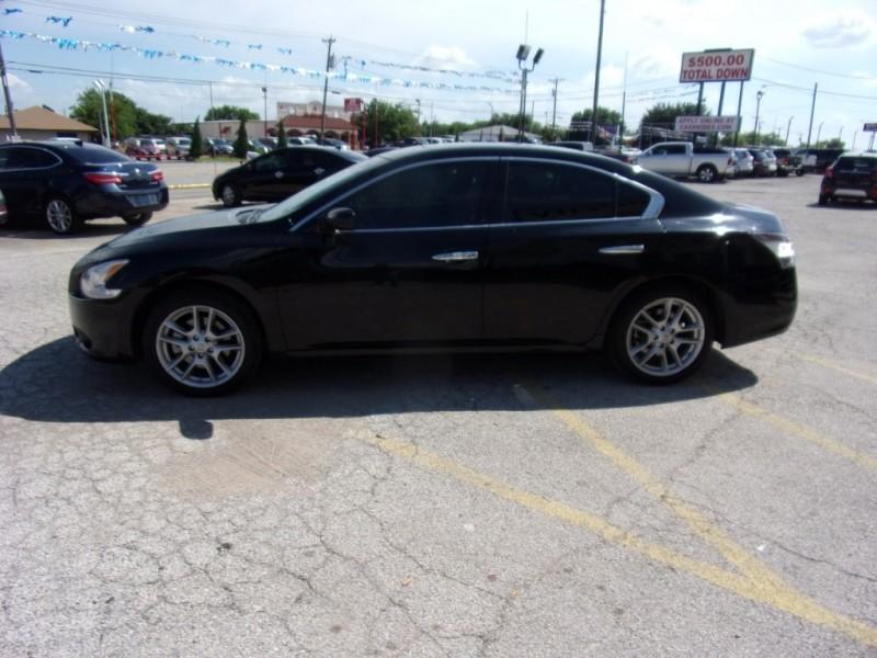 Nissan Maxima 2014 price $12,500