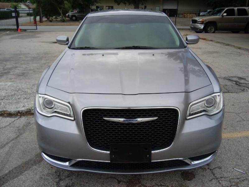 Chrysler 300 2017 price $18,500
