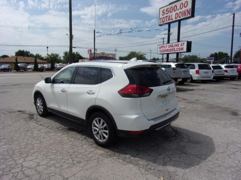 Nissan Rogue 2017 price $15,995