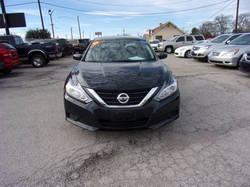 Nissan Altima 2017 price $14,500