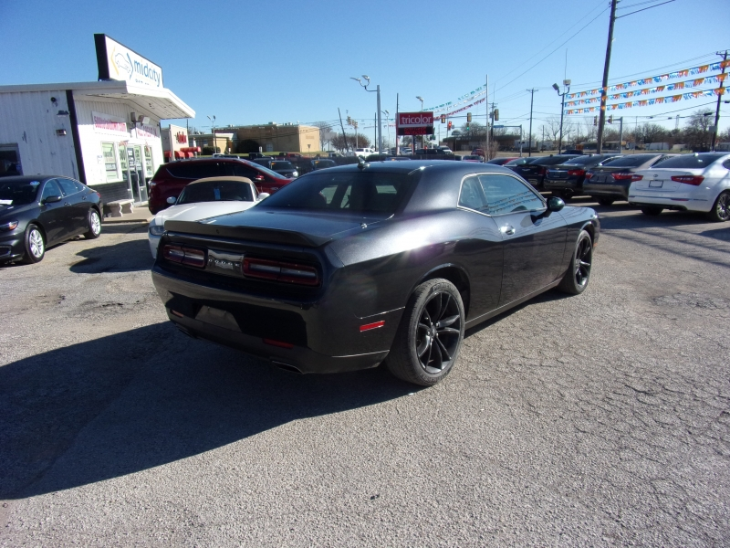 Dodge Challenger 2018 price $16,995
