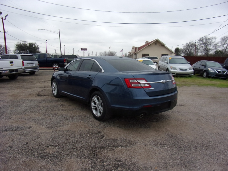 Ford Taurus 2018 price $15,500