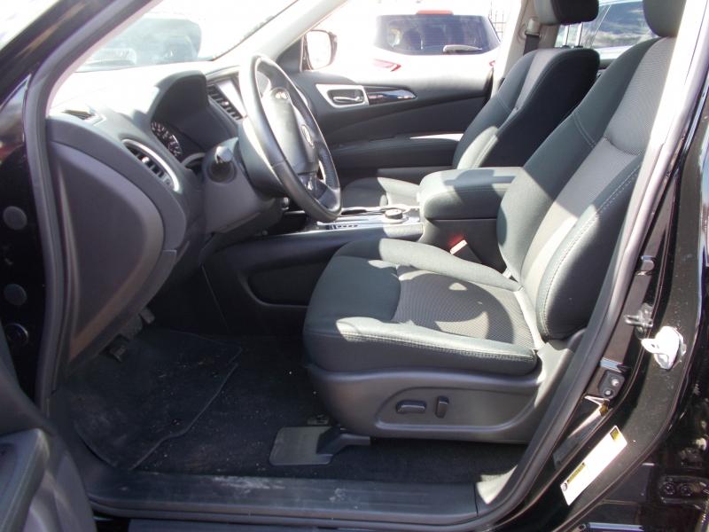 Nissan Pathfinder 2017 price $17,995